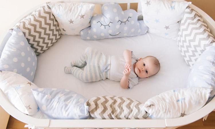 When to Put Newborn in a Crib?