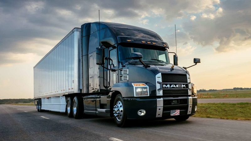 4 Points That Affect Your Trucking Insurance Policy Rate